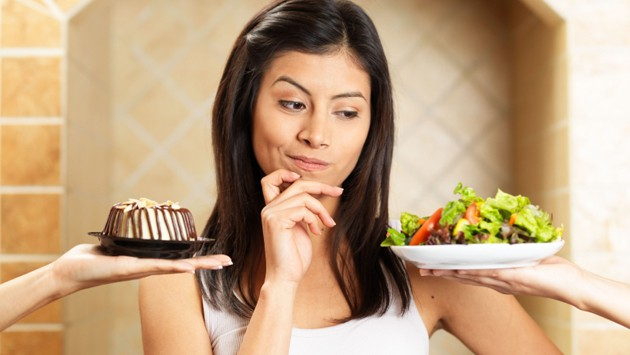 woman-choosing-between-salad-and-cake